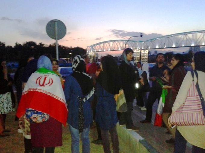 تجمع زنان مقابل ورزشگاه آزادی