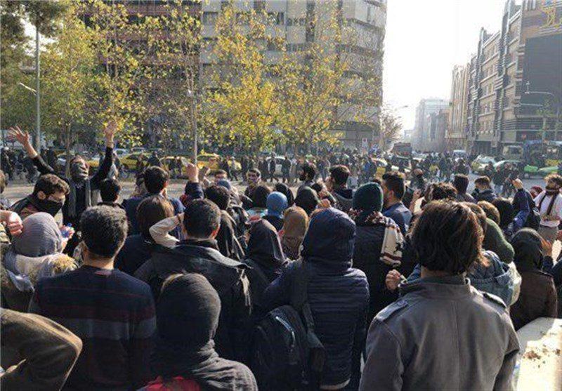 گفتگو با یاسر عزیزی، فعال اجتماعی چپ: منشأ این اعتراضات چیزی جز درد مشترک نیست