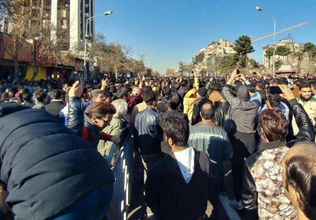 گفتگو با مرتضی شیرانی، فعال اجتماعی: منشأ اعتراضات اخیر تنگناهای اقتصادی و ناامیدی مردم بود