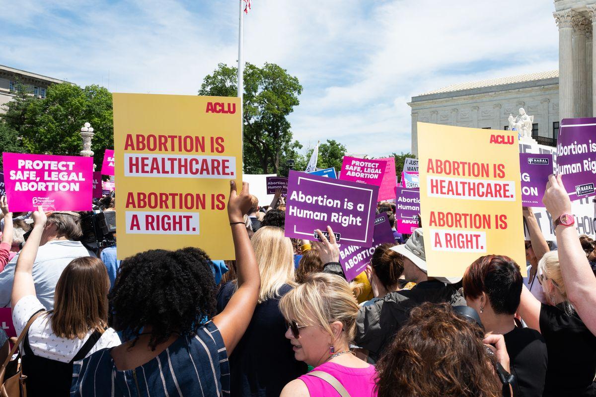 ممنوعیت سقط جنین رنجی بر بدن زنان